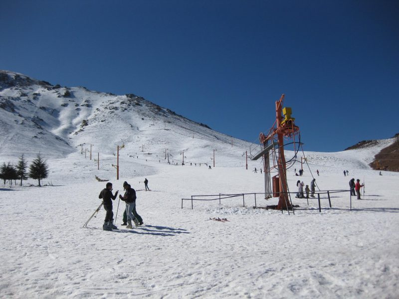 Skifahren im Kaftan? In Marokko ist es möglich.