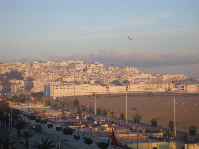 Abenddämmerung in Tanger - einst Treffpunkt von Jet-Set, Drogenhändlern und Spionen, heute beliebtes Ziel spanischer Tagesausflügler.