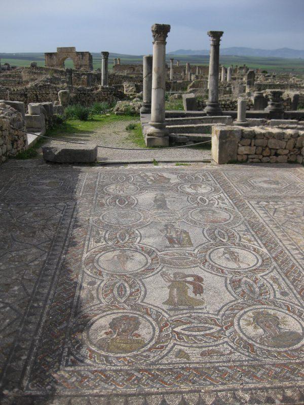 Volubilis - römische Mosaike in fruchtbarer Landschaft