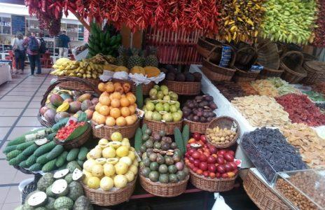 Obststand auf dem Bauernmarkt